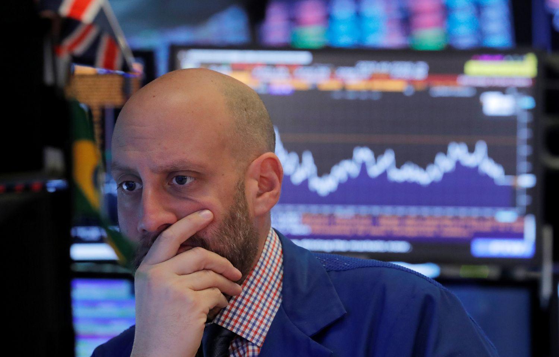 JAV akcijos paniro po vandeniu