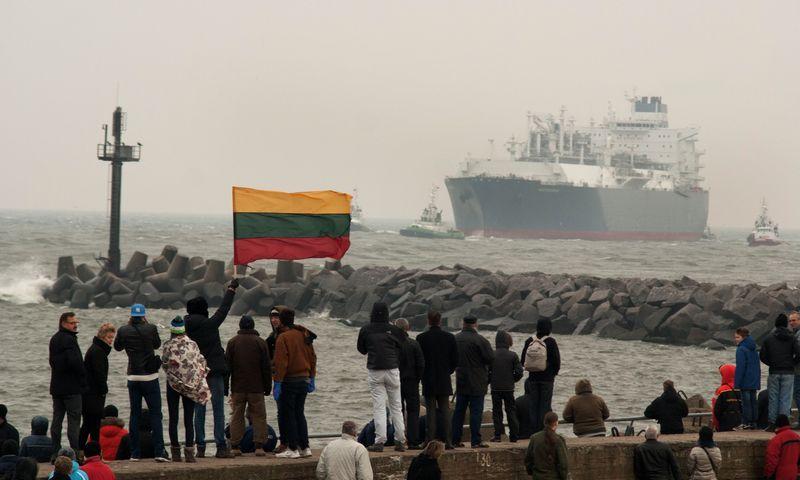 """2014 10 27, SkGD terminalas """"Independence"""" įplaukia į Klaipėdos uostą. Algimanto Kalvaičio nuotr."""