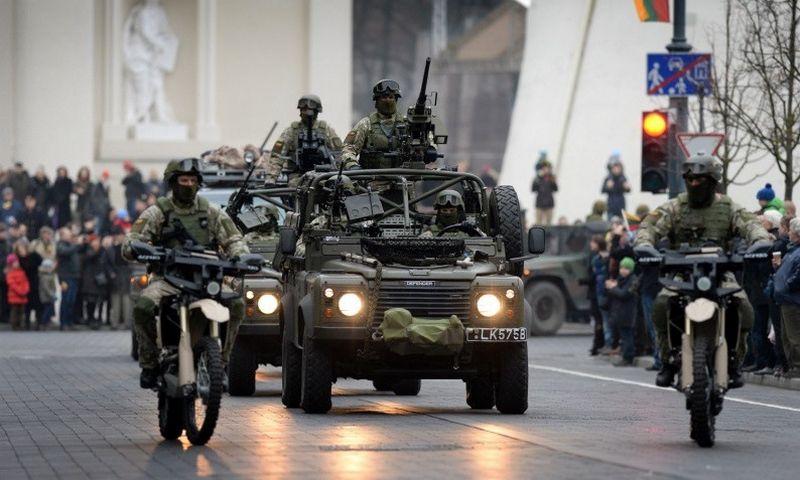 Pastarąjį kartą karinis paradas vyko Vilniaus Gedimino prospekte 2013 m. minint Lietuvos kariuomenės 95-metį. Alfredo Pliadžio (KAM) nuotr.