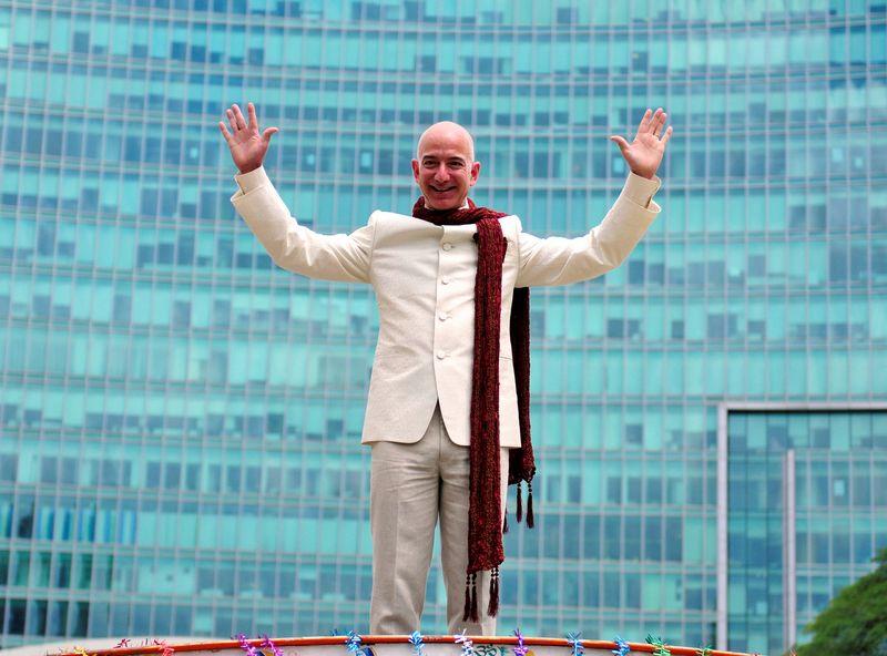 """Turtingiausias planetos žmogus yra """"Amazon"""" įkūrėjas Jeffas Bezosas,. Abhishek N. Chinnappa (""""Reuters"""" / """"Scanpix"""") nuotr."""