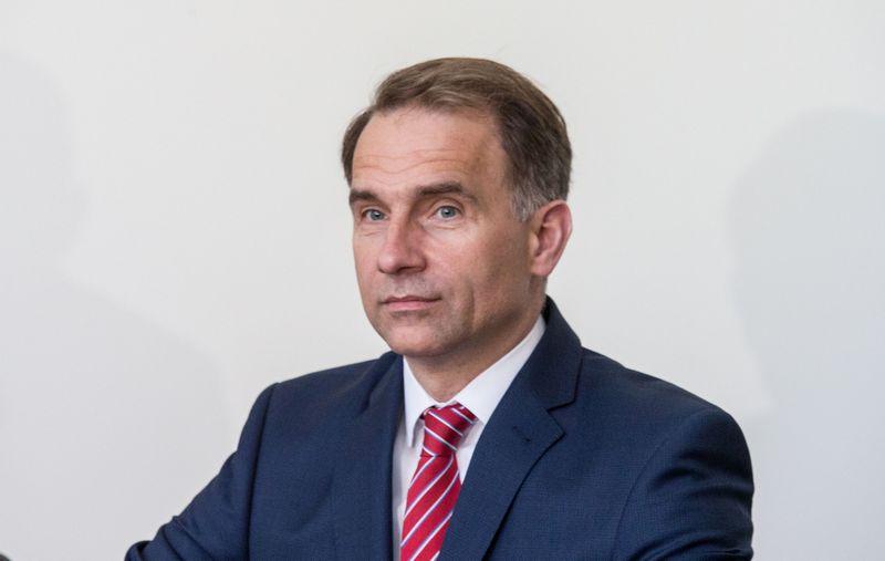 Susisiekimo ministras Rokas Masiulis entuziastingai nusiteikęs dėl ES sprendimo atsisakyti sezoninio laiko sukiojimo, bet dar nežino, kurį laiką pasiliks Lietuva. Juditos Grigelytės (VŽ) nuotr.