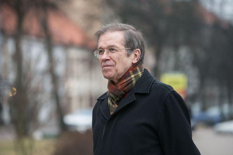 Politologas Kęstutis Girnius neslepia, kad yra argumentų už ir prieš dvigubos pilietybės įteisinimą. Juditos Grigelytės (VŽ) nuotr.