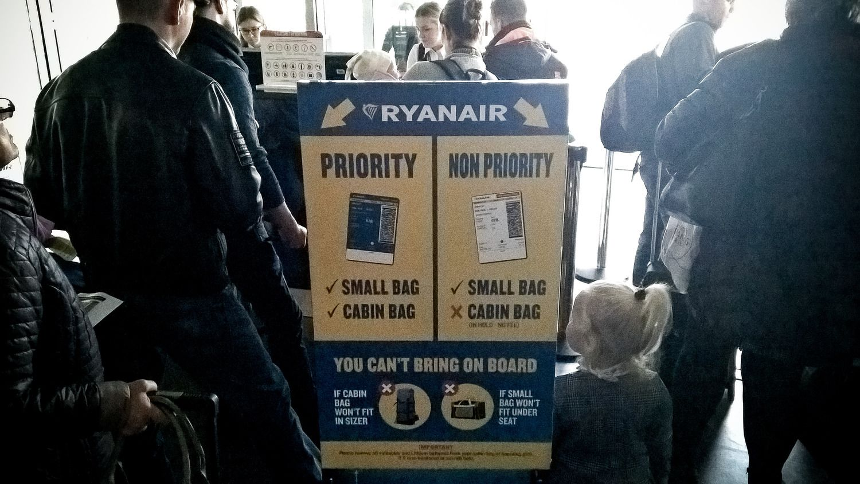 """Nuo lapkričio – naujos """"Wizz Air"""" ir """"Ryanair"""" bagažo taisyklės"""