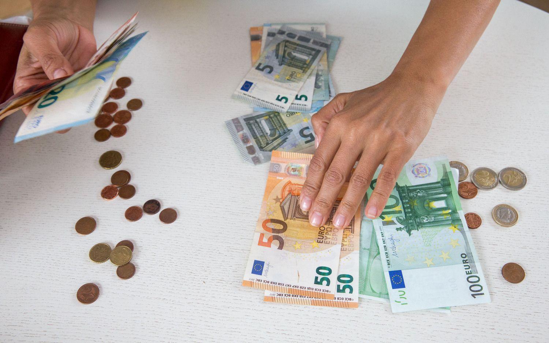 """Lietuvos bankas: algų didinimas kai kur pasiekė """"lubas"""""""