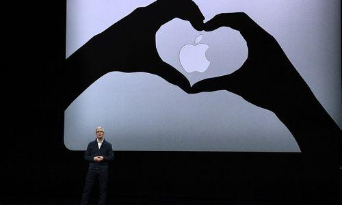"""""""Apple"""" sprendimas nebeskelbti parduotų įrenginių skaičiaus kainavo 70 mlrd. USD"""