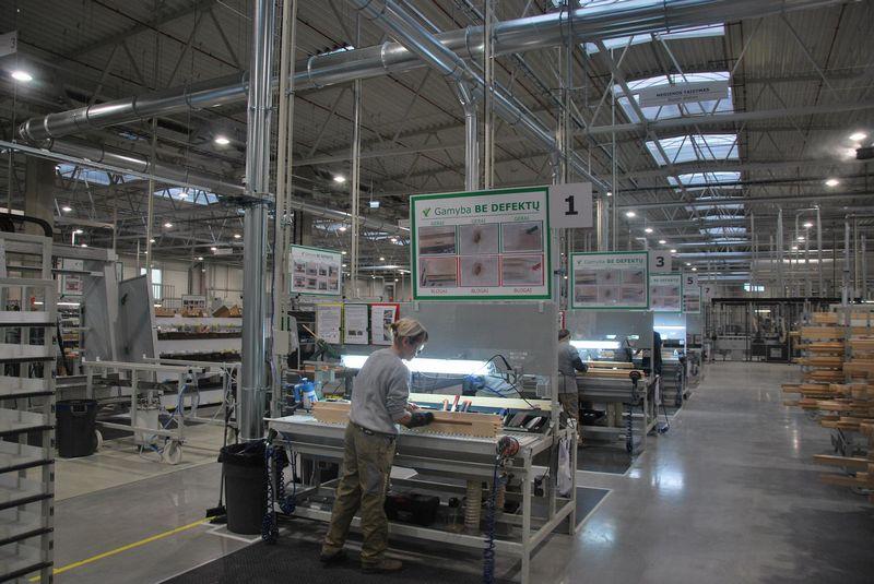 """Danijos langų ir durų gamybos milžinė """"Dovista A/S"""" spalio pabaigoje Marijampolės LEZ atidarė savo gamyklą. Vytauto Gaižausko (VŽ) nuotr."""