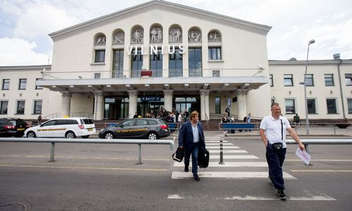 Siūlymą griauti oro uostopastatą vadina spaudimu