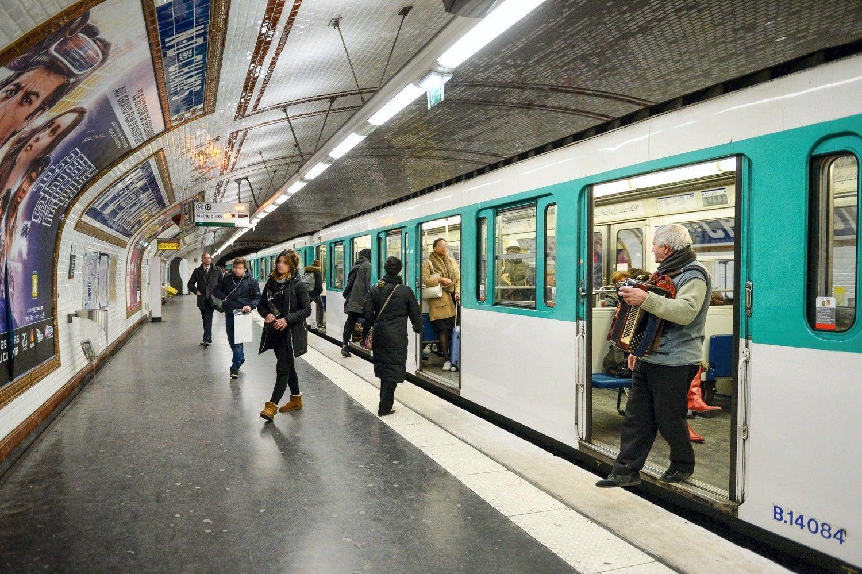 Seimas spręs, ar atmesti prezidentės veto metro statybos įstatymui