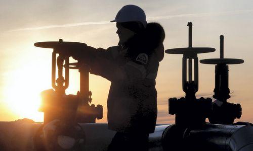 Nafta brango po gandų apie naują Rusijos ir Saudo Arabijos susitarimą
