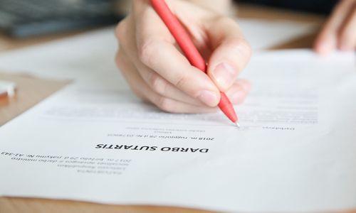Sudarant darbo sutartį vis dar darome klaidas