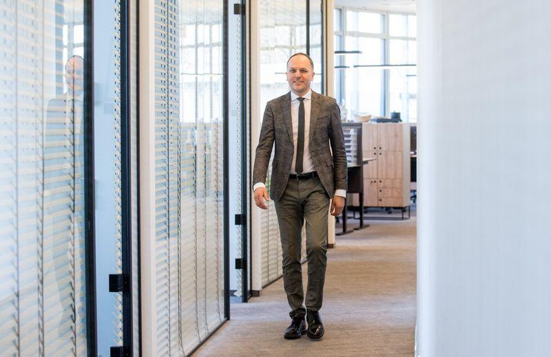 """Turint ambicingą polėkį, siekį auginti ir plėtoti verslą, dideles svajones, įmanoma inicijuoti ir valdyti augimą, - mano L. Belickas, """"UniCredit Leasing"""" vadovas."""