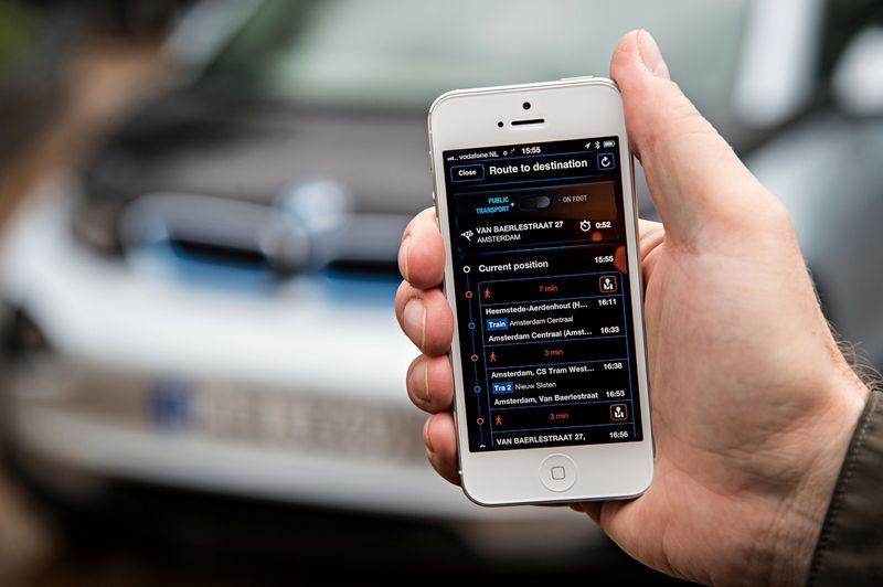 """BMW naudojama """"DriveNow"""" platforma bus sujungta su """"Daimler"""" naudojama """"Car2Go"""". BMW AG nuotr."""