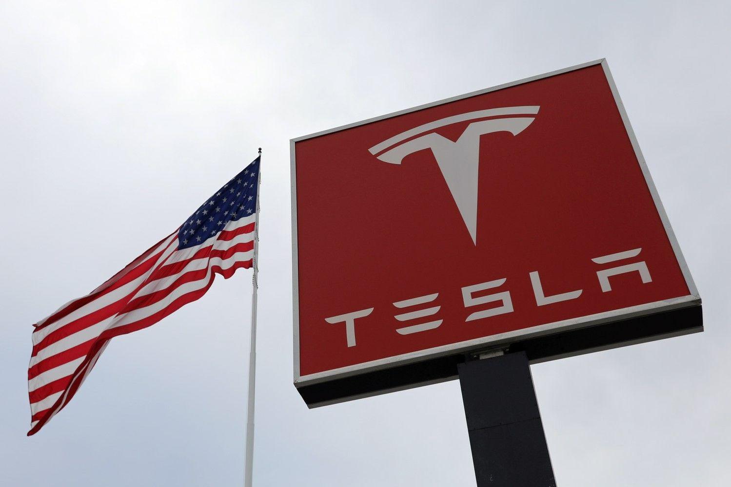 """""""Tesla"""" paskyrė naują valdybos pirmininkę vietoj E. Musko"""