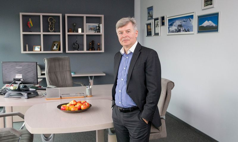 """Andrejus Zujevas, """"Forbio"""" įkūrėjas, skaičiuoja, kad iš viso su """"BSaaS"""" platforma ir kitais susijusiais darbais, per 3 metus """"fintech"""" projektas įmonei atsiėjo 3,5 mln. Eur. Juditos Grigelytės (VŽ) nuotr."""