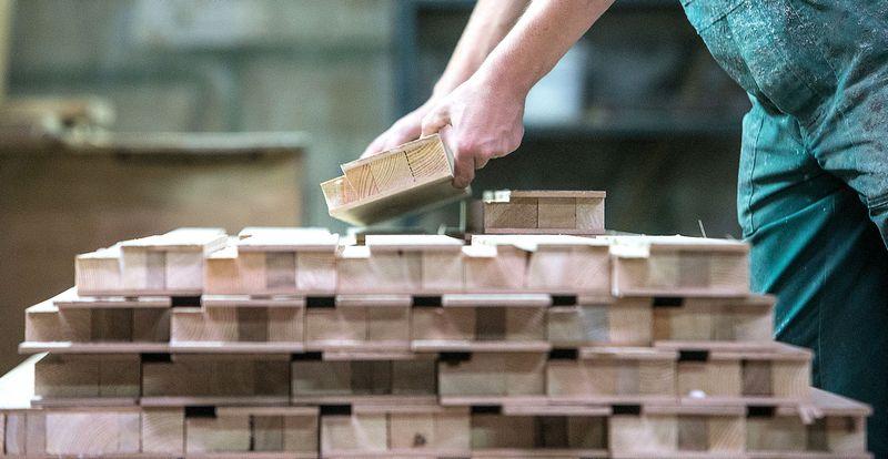 Dėl siūlymų perskirstyti GPM pagal darbo vietas mažiau patrauklios gali tapti periferinės, mažesnės savivaldybės. Vladimiro Ivanovo (VŽ) nuotr.