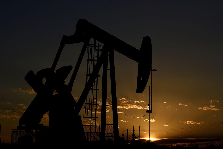Po naftos rinką braido meškos, ilgiausias nuosmukis per tris dešimtmečius