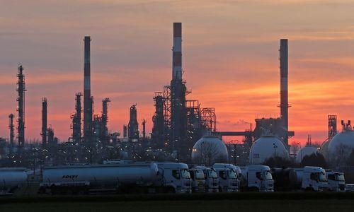 Baimindamiesi JAV sankcijų, Rusijos naftininkai prašo mokėti eurais