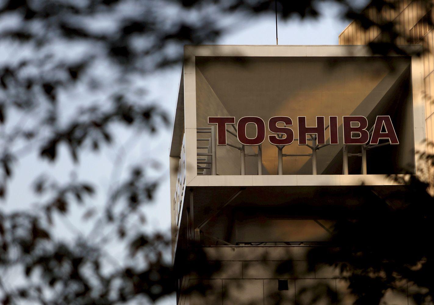 """""""Toshiba"""" ruošiasi darbuotojų atleidimui ir parduoda dalį padalinių"""