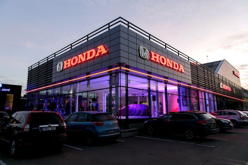 """""""Hondos"""" atstovybės UAB """"Nippon Auto"""" salonas Vilniuje. Vladimiro Ivanovo (VŽ) nuotr."""