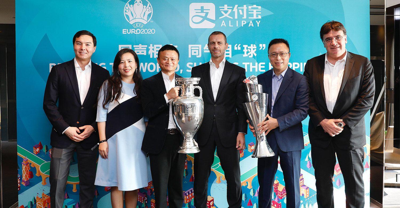 Pasaulio futbolą maitina vis gausesni pinigai iš Kinijos