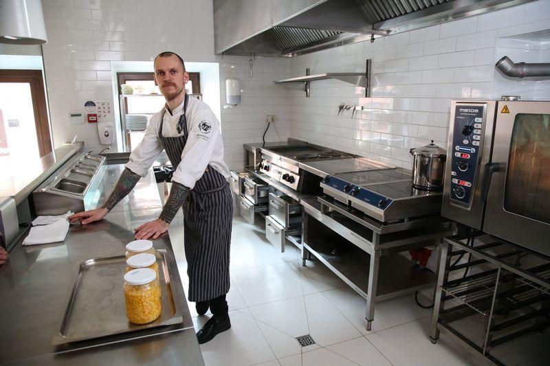 """Geriausias Lietuvos virėjas Justinas Misius, restorano """"Sweet Root"""" virtuvės meistras. Vladimiro Ivanovo (VŽ) nuotr."""