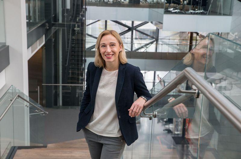 """Jūratė Cvilikienė, """"Swedbank"""" Asmeninių finansų instituto vadovė sako, kad taupymo tendencijos dar nerodo, kad žmonės ruoštųsi """"akstyvai pensijai"""".Juditos Grigelytės (VŽ) nuotr."""