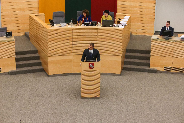Seimo nariai siūlo biudžetą išpūsti trečdaliu milijardo