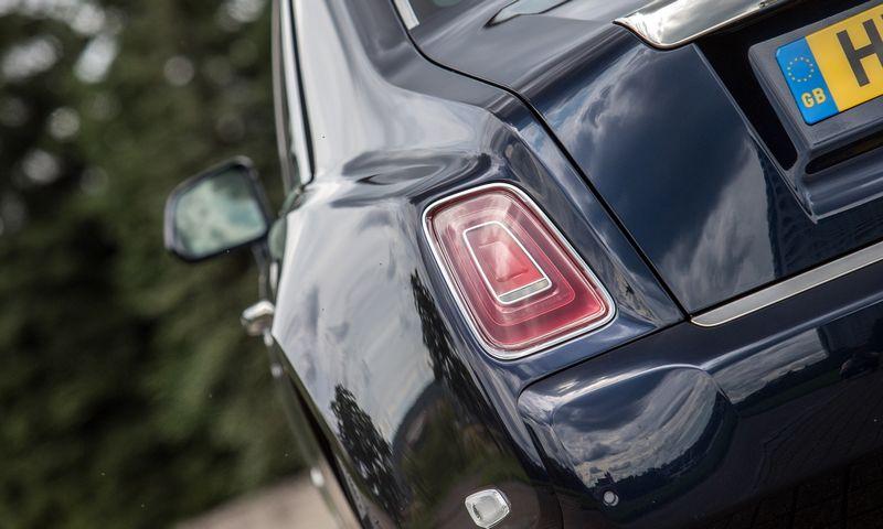 Priekabus mokesčių inspektorius gali pasakyti, kad automobilių kelionės lapai per bendri, netikslūs, todėl automobiliai buvo naudojami privačiais tikslais. Juditos Grigelytės (VŽ) nuotr.