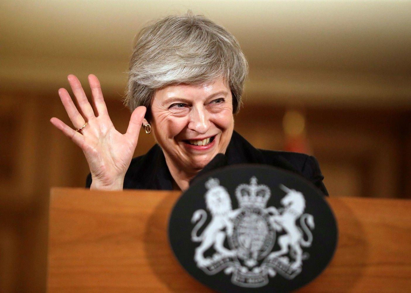 T. May ministrų kabinete – atsistatydinimų vajus