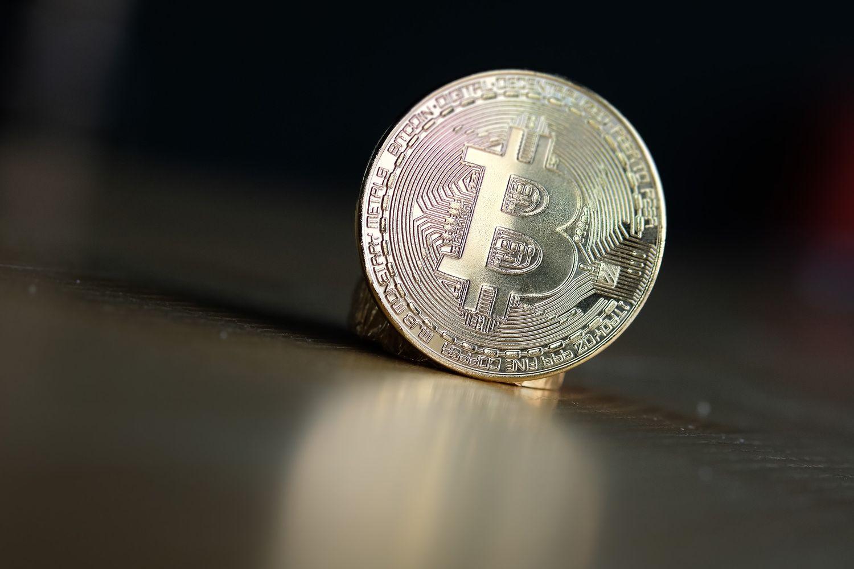Dėmesį prie bitkoino sugrąžino nuosmukis į 13 mėnesių žemumas