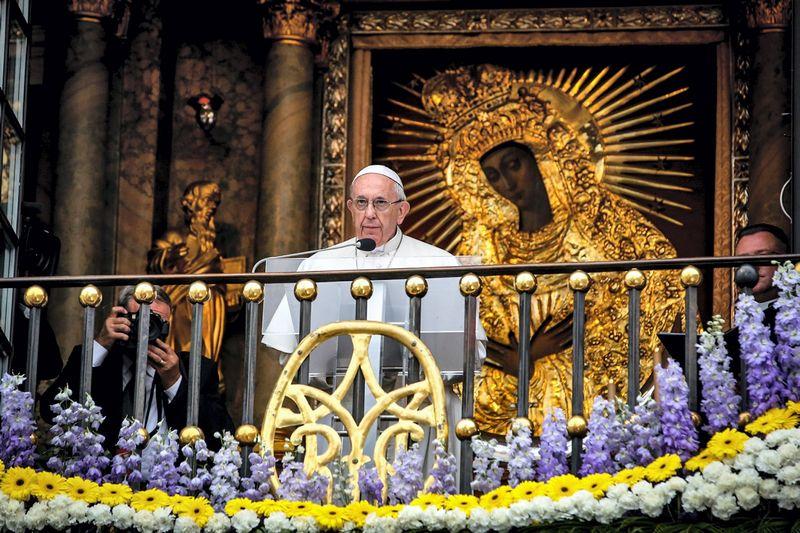 Popiežius Pranciškus Aušros Vartuose. Vidmanto Balkūno (15min.lt) nuotr.