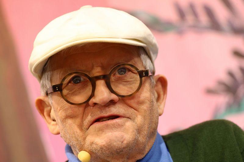 """Britų dailininkas Davidas Hockney tapo šių dienų brangiausiai vertinamų darbų autoriumi pasaulyje. Kai Pfaffenbach (""""Reuters"""" / """"Scanpix"""")"""