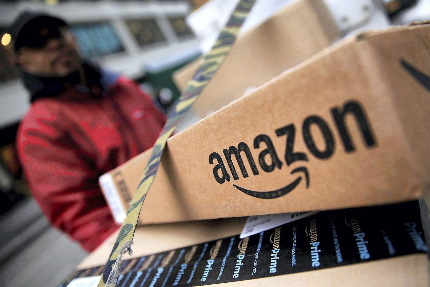 """""""Amazon"""" raginama stabdyti prekybą daiktais su sovietine simbolika"""