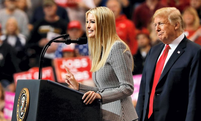 Ivanka Trump ir Donaldas Trumpas. Carlos Barria (Reuters / Scanpix) nuotr.