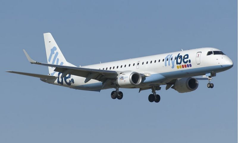 """Rugpjūtį atnaujinusi lėktuvų dažymo schemas, nuostolingai veikianti """"Flybe"""" vėl ieško naujo investuotojo. Bendrovės nuotr."""