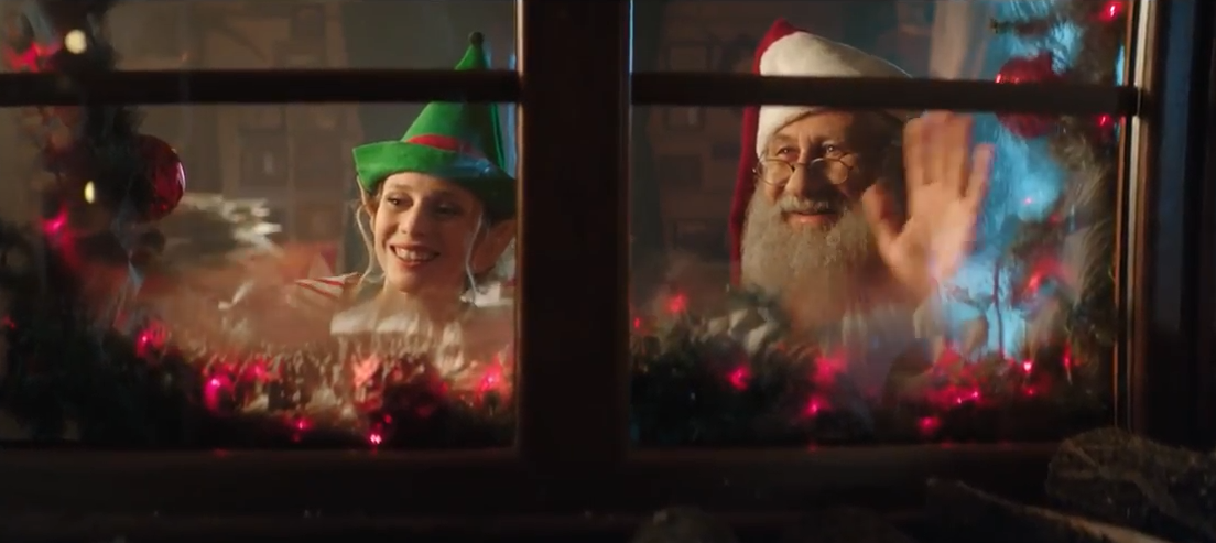 Tarp savaitės reklamų: puokštė kalėdinio šurmulio