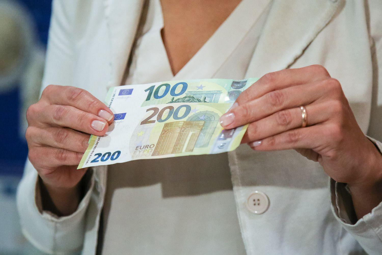 Gyventojų darbo pajamos per metus padidėjo 14%