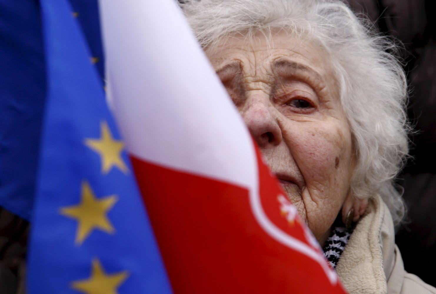 Lenkijoje patvirtinta darbdavius privalomai įtrauksianti papildomo pensijų kaupimo programa
