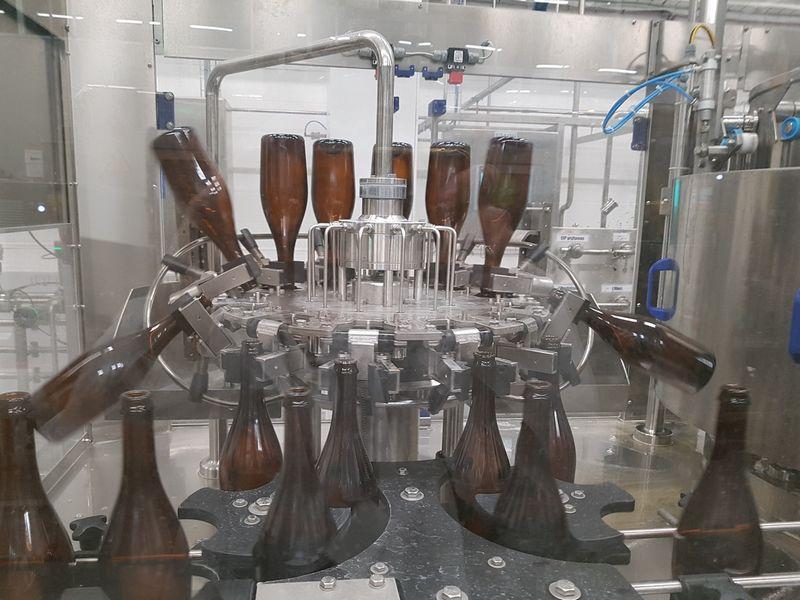 """AB """"Volfas Engelman"""" įrengė gėrimų pilstymo į šampano butelius liniją. Įmonės nuotr."""