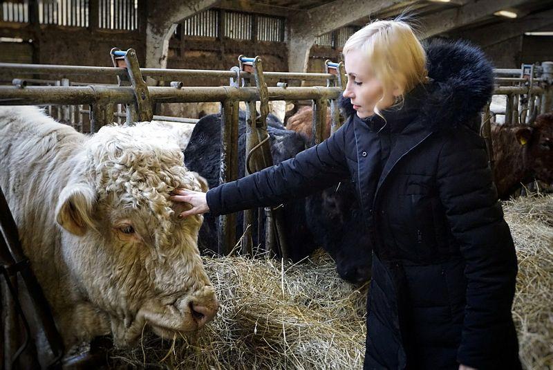 """Ūkininkė Ieva Jaffre savo veiklą pradėjo nuo mėsinių galvijų: """"Iškart, neturint kokios nors bazės, pradėti nuo kelių krypčių – sudėtinga, nes reikia didžiulių investicijų."""" Asmeninio albumo nuotr."""
