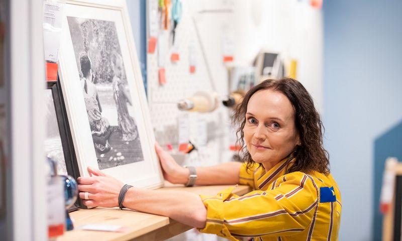 Ant parduotuvės sienų nugulė ir 22 Kristinos Mažeikytės, IKEA Rinkodaros vadovė Baltijos šalims šeimos nuotraukos. Rimgaudo Budrio nuotr.