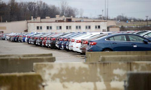 """""""General Motors"""" uždaro 7 gamyklas, atleidžia 14.000 darbuotojų"""