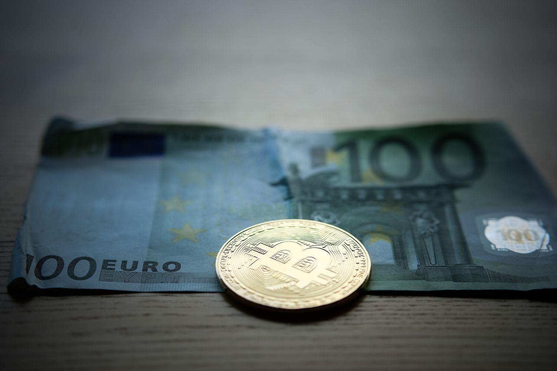 Bitkoinas kovoja su 4.000 USD riba