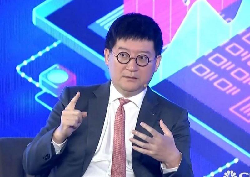 """Chenas Xiaodongas, Kinijos elektroninės prekybos milžinės """"Alibaba"""" viceprezidentas. CNBC laidos akimirka."""