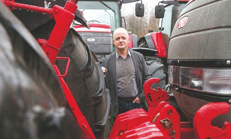 """Gintaras Savickas, UAB MLVS direktorius: """"Geras traktorius yra brangus pirkinys. Todėl vis daugiau ūkininkų skaičiuoja, ar apsimoka jį pirkti.""""Juditos grigelytės (VŽ) nuotr."""