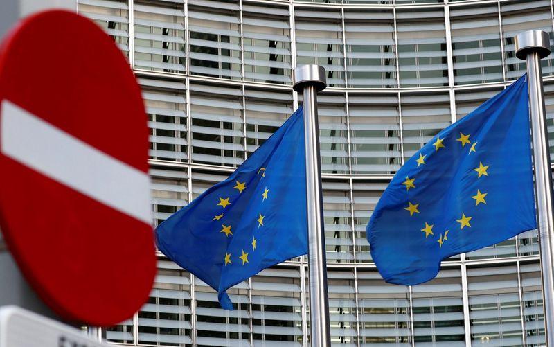 """Šiame Europos Komisijos pastate Briuselyje gimė pasiūlymai gerokai sumažinti ES lėšas sanglaudos projektams ir žemės ūkiui finansuoti.  Francois Lenoiro (""""Reuters"""" / """"Scanpix"""") nuotr."""