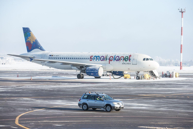 """""""Small Planet Airlines"""" nusileidimas: svarsto ir apie bankrotą"""