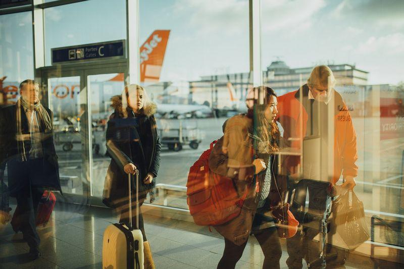 Rygos oro uosto sukurtą simfoniją atlieka beveik 20.000 keleivių bei apie 250 techninės įrangos vienetų. Tarptautinio Rygos oro uosto nuotr.