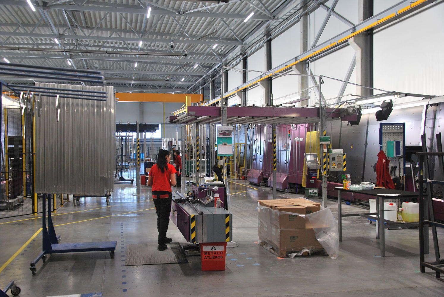 Alytuje atidaryta nauja stiklo paketų gamykla