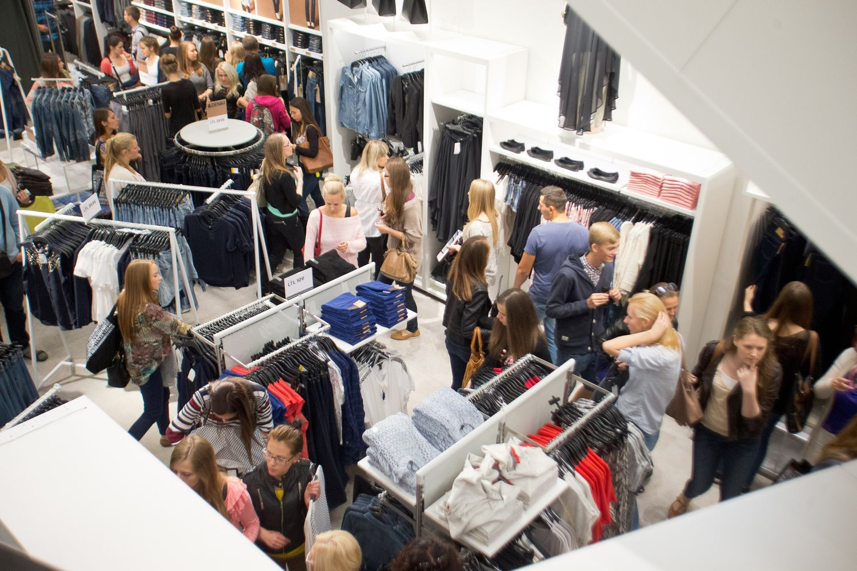 """Kai atlyginimus kelti darosi sunku, darbuotojus vilioja kitaip: """"Maximos"""", H&M, """"Lidl"""" sprendimai"""
